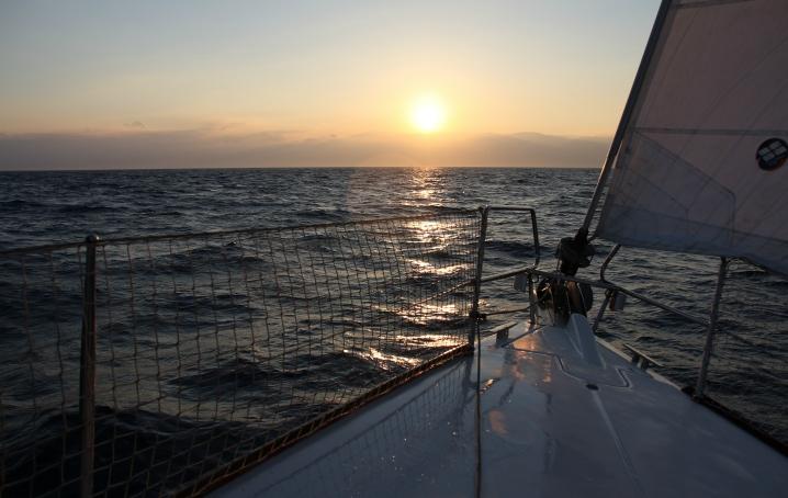 Come vestirsi in barca a vela? Consigli pratici di abbigliamento