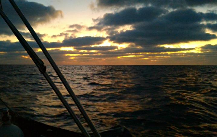 Arriva la notte in oceano