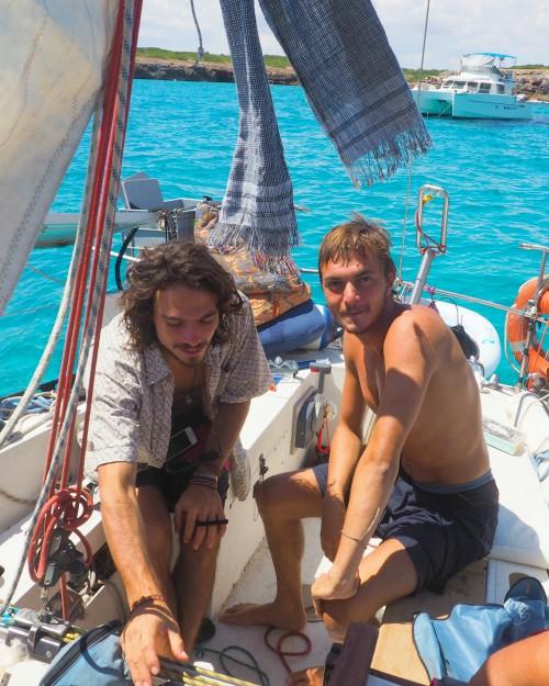 Djuca e Tim sulla barca Mon Amour