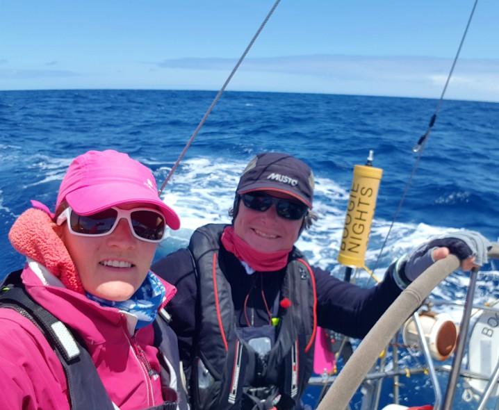 Marina e Jayne in navigazione