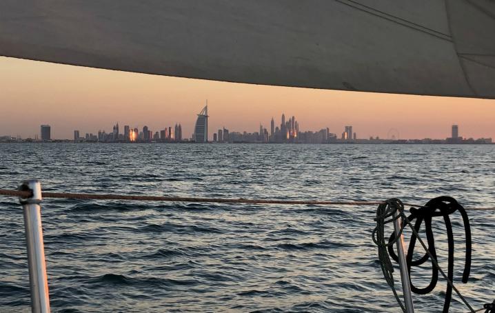 Dubai in barca a vela