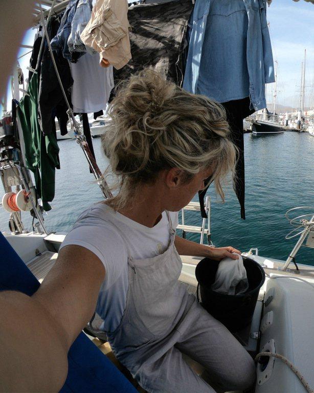 Fare il bucato in barca a vela