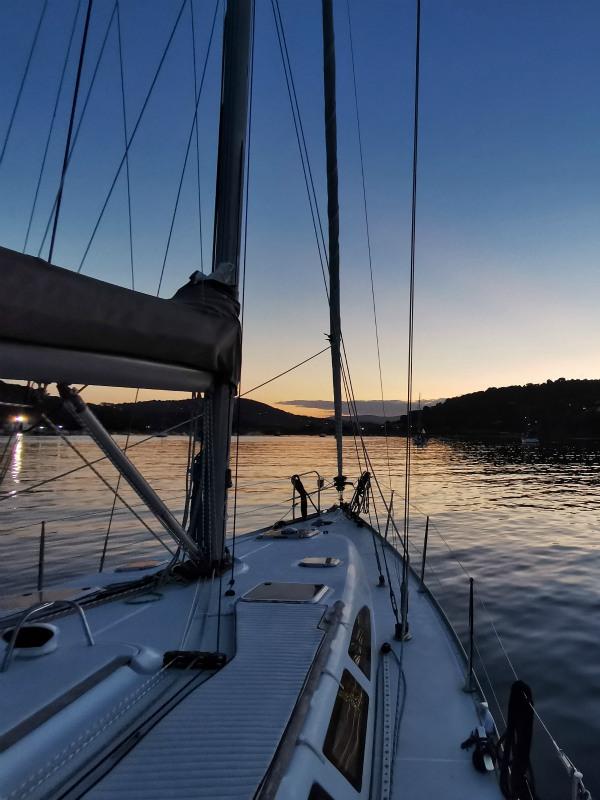vacanze in barca: dormire in rada