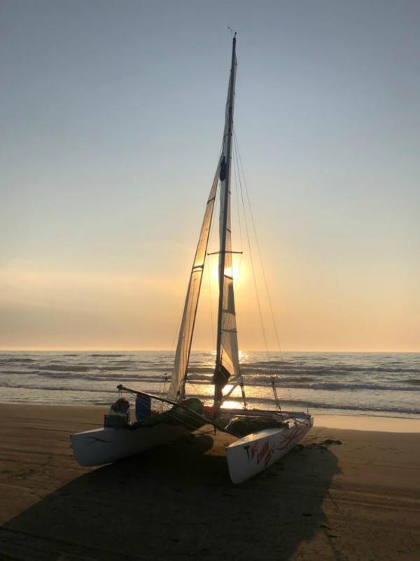Camping nautico con catamarano senza cabina