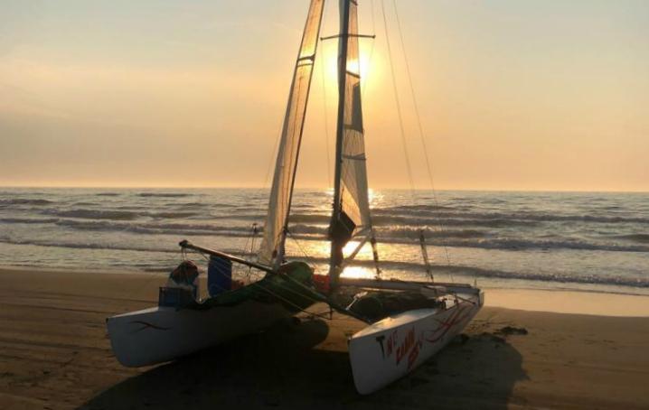 Viaggio in catamarano senza cabina